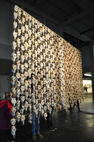 Maret Anne Sara - Vorhang aus Rentierschädeln